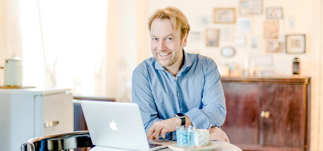 Peter Polevkovits im Café