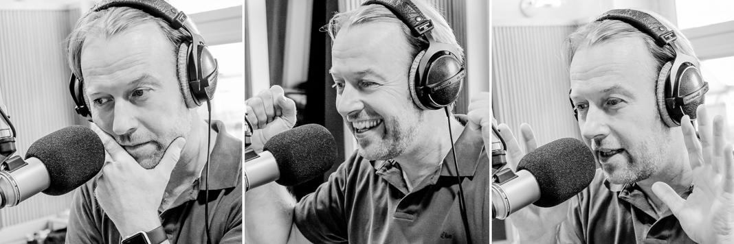 Peter Polevkovits im Radiostudio schwarz/weiß